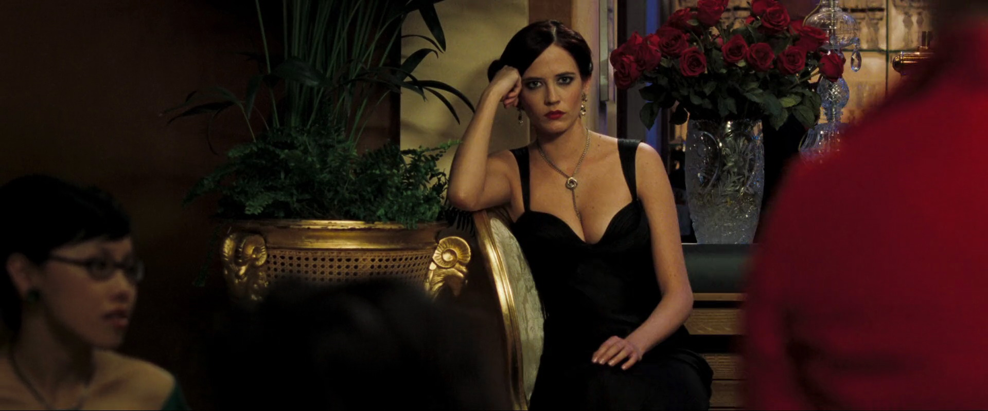 Does vesper die in casino royale las vegas casino links