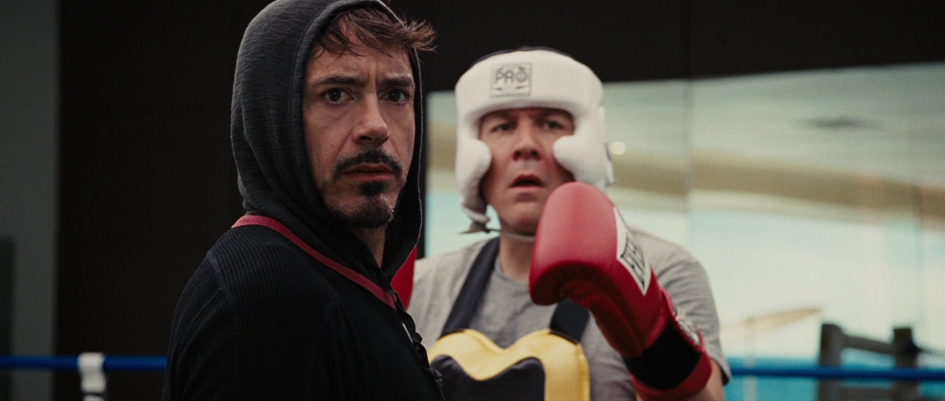 http://caps.pictures/201/0-iron-man2/full/iron-man2-movie-screencaps.com-2684.jpg