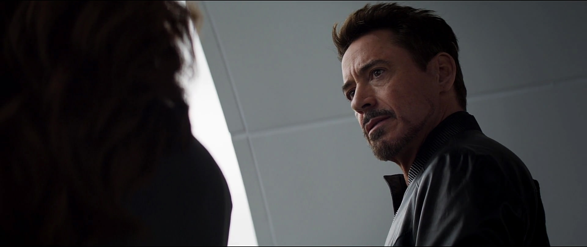 http://caps.pictures/201/6-civil-war/full/cap-civil-war-movie-screencaps.com-12887.jpg